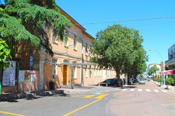 Dorgali - veduta di edifici nella via principale